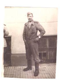 это тоже фото, присланное моей маме с фронта перед демобилизацией