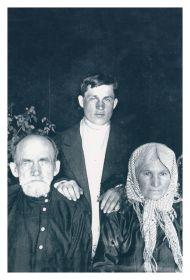 Рыжов Михаил Иванович с отцом- Иваном Андреевичем и матерью-Агафьей Даниловной