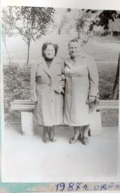 Тетя Тося с сестрой Раей