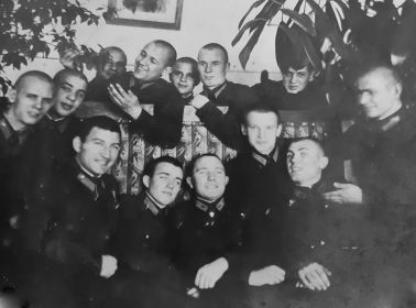 Военная фотография, Василий Голубев первый слева в нижнем ряду