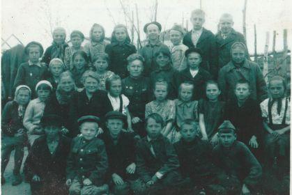 Василий Кириллович с учениками.
