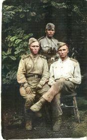 С однополчанами летом 1944 года. Фёдор Кондратьевич в центре