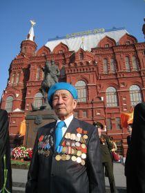 Масхап Тусупбеков на Красной площади 65 лет спустя