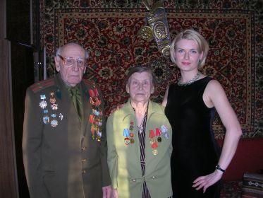 Лев Моисеевич с супругой и женой внука.  9 мая 2005 года