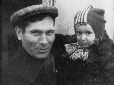 Федор Бецис с младшим сыном Стасиком, 1950