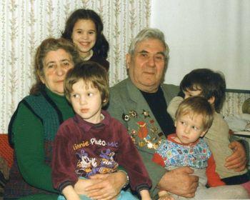 Федор и Мария с внуками, 2000
