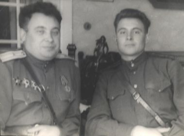 Федулов Анатолий Иванович вместе со своим отцом Федуловым Иваном Григорьевичем. Военные годы.