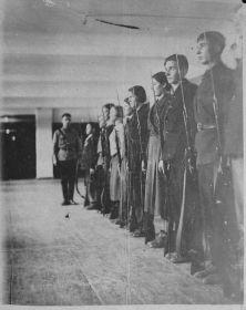Средняя школа г. Златоуста, декабрь 1939 год. Бадулин Иван Гаврилович крайний справа)