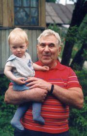 Дедушка Федя с внуком Игорем, 1998