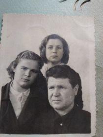 С дочерьми после войны