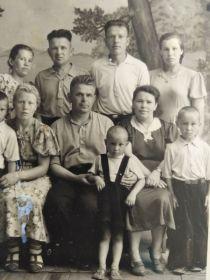 Дети и внуки  Ивана Петровича Томшина.