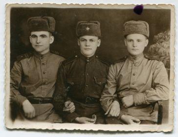 еще военное фото - с однополчанами