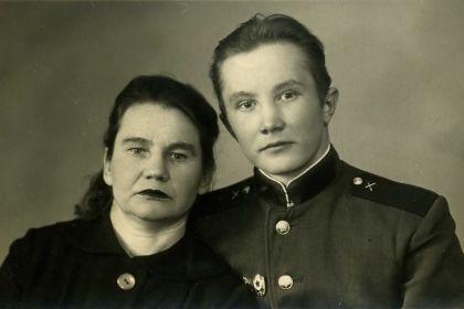 Сестра Галина Федоровна с сыном Валентином.