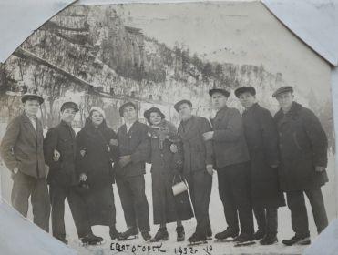 Перед войной в Святогорске.1937г.Дядя Женя в центре фото