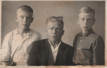 Брат Александр со своими сыновьями