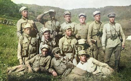 Каракилиса, университет, Армянский Артиллерийский полк, август 1931 г., справа первый стоит Мурадян Вартан Симонович.