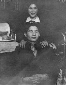 Мария Басина с братом, предположительно Айзиком Басиным