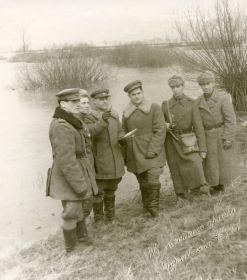 На берегу р. Одер. На память родным! Отечественная война. После госпиталя. Февраль 1945. Германия-фронт.