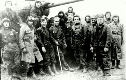 Танкисты 18 ОГМЦБ. третий слева- Герой Советского Союза Басков М.Н.