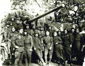 танковая рота 18 ОГМЦБ начало марта 1945г. В центре- Герой Советского Союза Косарев В.А., умер от ран 7 марта.