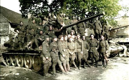 Среди танкиство 18 ОГМЦБ. В нижнем ряду четвертый слева