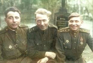 Первый справа- Дорожинский Антон Антонович, второй- Федорец А.А.