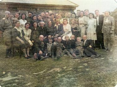 Фотография со свадьбы моей бабушки, полковник Летягин Афанасий Трофимович в центре, Московская область, Щербинка, 1946 год
