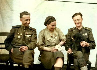 слева-направо: Погорелов Анатолий Васильевич, Погорелова Надежда Кузьминична, Коц Дмитрий Прокофьевич