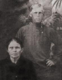 Иосиф Григорьевич с матерью Анисией Антоновной. Предвоенное фото.
