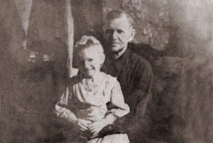 Иосиф Григорьевич с дочерью Верой. Фото 1961 года.