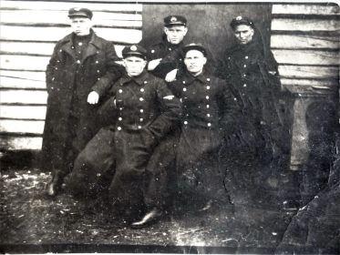 Поворино 1935.07.21 Моргунов И.И. (справа вверху), Филиппов В.А. (внизу слева), Рулев, Барсов Г.Д. (в центре вверху), Илясов.