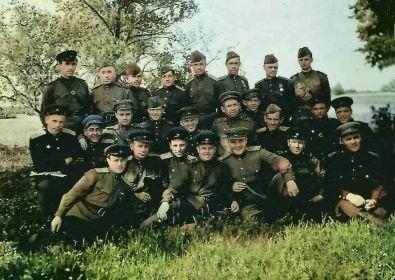 В нижнем ряду третий слева- командир бригады Трушкин П.И., четвертый- Буслаев А.П. май 1944г.