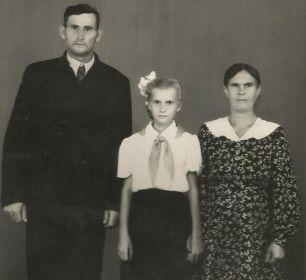 с женой Минаевой (Васильевой) Анной Павловной и дочерью Тамарой