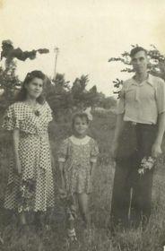 с мужем и дочерью Людмилой