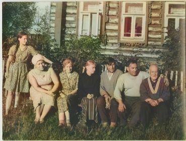 Фото с друзьями на отдыхе в с.Николо-Отводное, Терентий Павлович третий справа