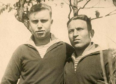 Георгий Нестерович (справа) с товарищем