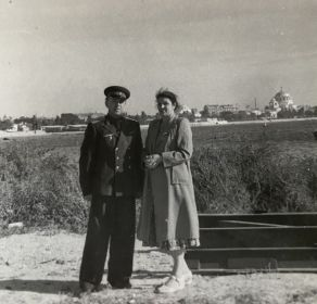 С сестрой, Алейниковой Таисией