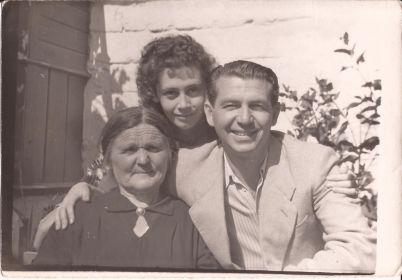 Ким с женой и мамой