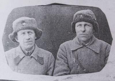С сослуживцем (Иван справа)