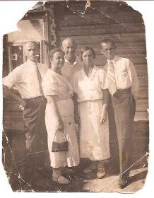 1937 год.Студент Московского педагогического института Горелов В.Н. на каникулах
