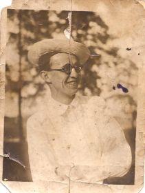 1940 год. Алтайский край село Соломешное. Учитель математики и физики Горелов В.Н.