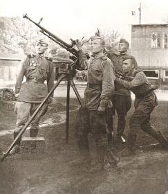 Отдельная зенитно-пулеметная рота 248 Одесской Краснознаменной стрелковой дивизии 5 Ударной Армии 1 Белорусского фронта - до Победы в мае 1945 года. Командир расчета зенитного пулемета ДШК.