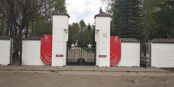 Воинское мемориальное кладбище. г. Великие Луки. Входная группа.