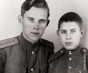 Фото с младшим братом Волей Логиновичом