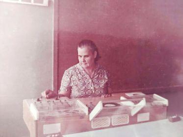 Чурилова (Волошина) Мария Леонтьевна на работе - Ольшанская школа