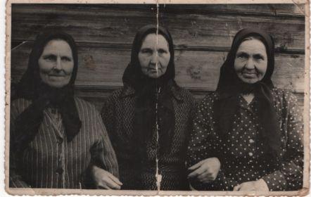 Справа мама Ираида Ивановна
