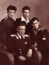 Лазаренко Виктор Кириллович с сыновьями Виталием, Виктором, Игорем.