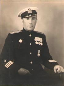 Лазаренко Виктор Кириллович капитан 3-го ранга.