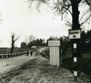 Немецкий пограничный пост на мосту через реку Близна, что на участке 10-й погранзаставы 86 погранотряда (фотография польских коллег).