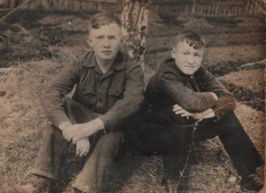 Братья Федор и Николай в юности